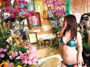 mans-dying-wish-includes-strippers-for-his-own-funeral